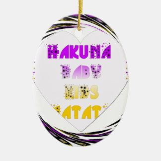 El bebé blanco de Hakuna Matata de los corazones Adorno Ovalado De Cerámica