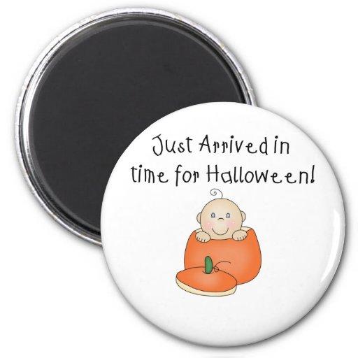 El bebé blanco Halloween acaba de llegar Imán Redondo 5 Cm