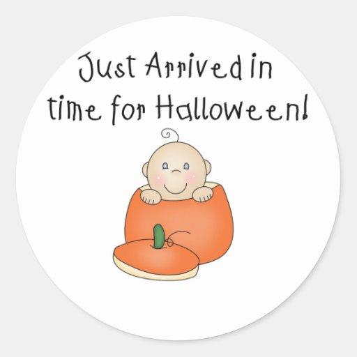 El bebé blanco Halloween acaba de llegar Pegatina Redonda