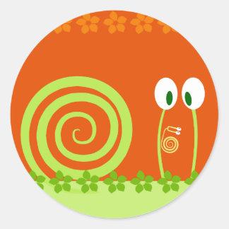 El bebé caracol se sube por las antenas de papá etiquetas redondas