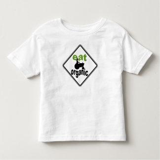 El bebé come la camiseta orgánica