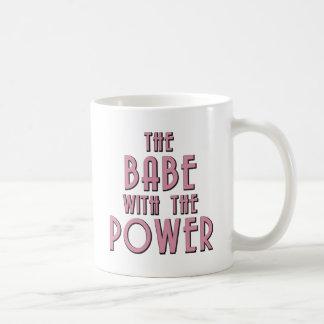 El bebé con el poder taza básica blanca