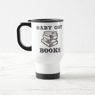 El bebé consiguió los libros taza de viaje