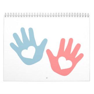 El bebé da corazones calendario de pared