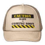 El bebé de la precaución está viniendo pronto casq gorras de camionero