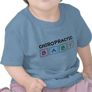 El bebé de la quiropráctica bloquea la camiseta