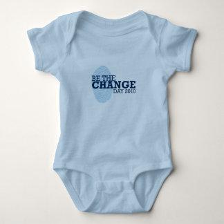 El bebé del VINTAGE sea la camisa 2010 del cambio