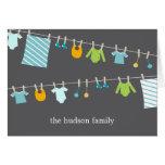 El bebé elegante de la cuerda para tender la ropa  tarjeton