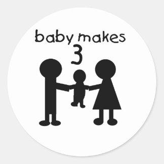 El bebé hace tres pegatina redonda