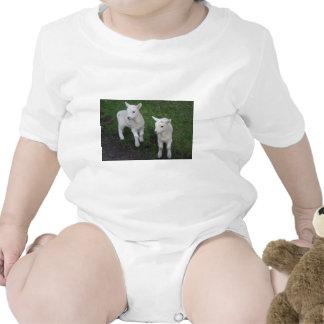 El bebé lindo del rancho de la granja hermana el trajes de bebé