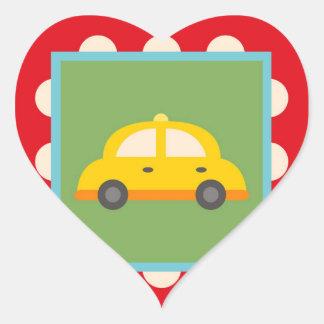 El bebé lindo del tema del transporte del coche pegatina en forma de corazón