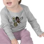 El bebé lindo manosea la flor 1 de la miel de la camisetas