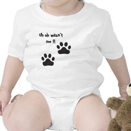 El bebé lindo y divertido crece traje de bebé