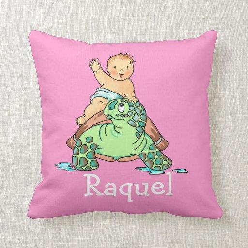 El bebé llega en la almohada de la tortuga