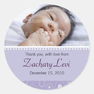 El bebé púrpura de la pastilla de goma le agradece pegatina redonda