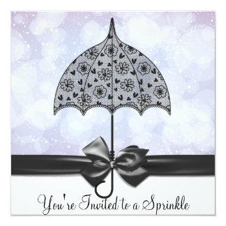 """El bebé púrpura del paraguas negro del cordón invitación 5.25"""" x 5.25"""""""