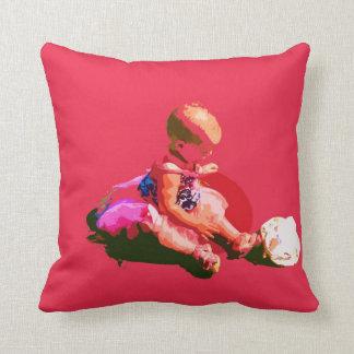 el bebé que sentaba y que jugaba pascua rosada pos almohadas