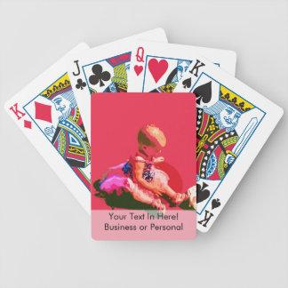el bebé que sentaba y que jugaba pascua rosada pos barajas de cartas