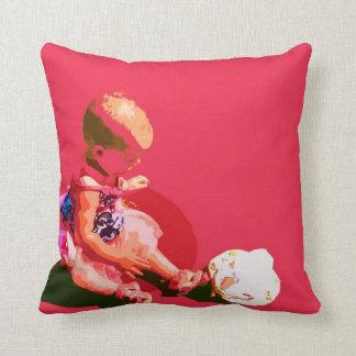 el bebé que sentaba y que jugaba pascua rosada pos cojines
