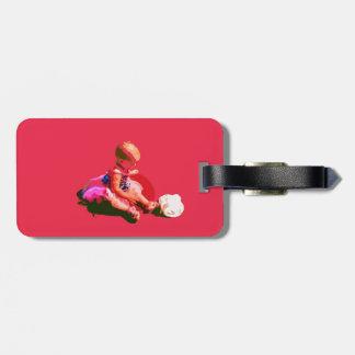 el bebé que sentaba y que jugaba pascua rosada pos etiqueta para maleta