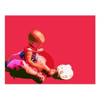 el bebé que sentaba y que jugaba pascua rosada tarjeta postal