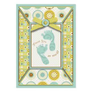 El bebé querido toca con la punta del pie la etiqu plantillas de tarjetas de visita