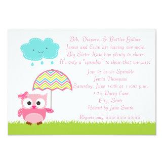 El bebé rosado del búho asperja la invitación