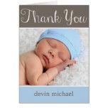 El bebé simplemente adorable le agradece cardar tarjeta pequeña