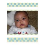 El bebé Snower le agradece las postales