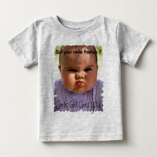 El bebé, sonrisa, dios le ama playera de bebé