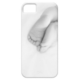 el bebé toca con la punta del pie el caso del iPhone 5 funda