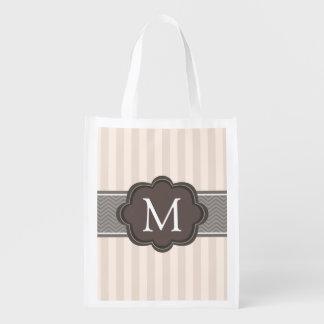 El beige de marfil elegante raya el monograma del bolsa reutilizable