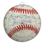 El béisbol cosido rojo del vintage se divierte el  tabla dardos