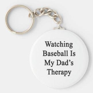 El béisbol de observación es la terapia de mi papá llavero redondo tipo pin