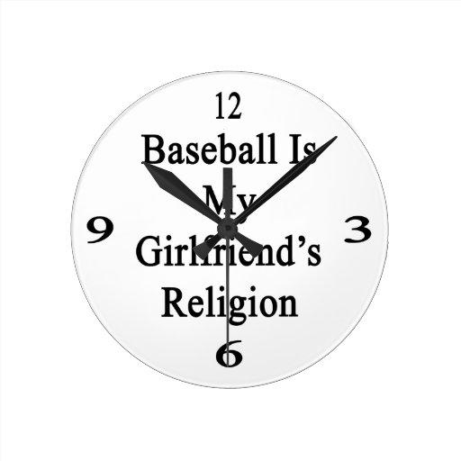 El béisbol es la religión de mi novia reloj redondo mediano