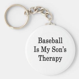 El béisbol es la terapia de mi hijo llavero redondo tipo pin