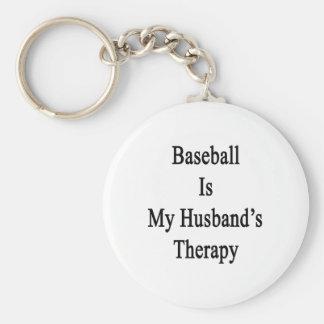 El béisbol es la terapia de mi marido llavero redondo tipo pin