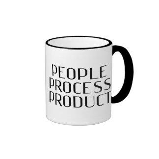 """El beneficio - """"producto de proceso de la gente """" taza de dos colores"""