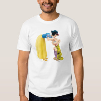 El besarse blanco como la nieve narcotizado en la camisas
