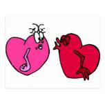 El besarse de los corazones postal