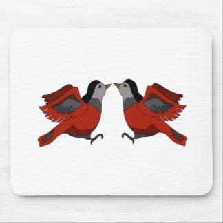 El besarse de los pájaros tapetes de ratón