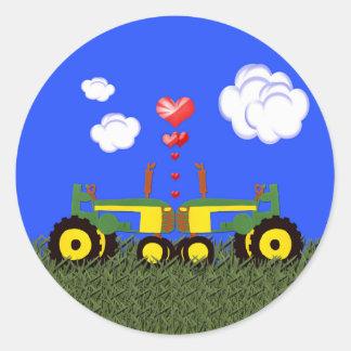 El besarse de los tractores pegatina redonda
