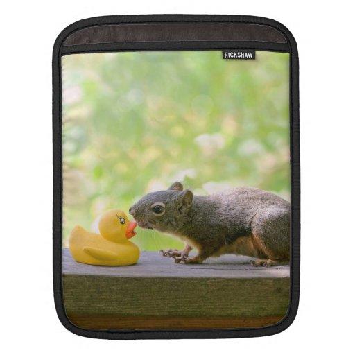 El besarse Ducky y de la ardilla de goma Funda Para iPads