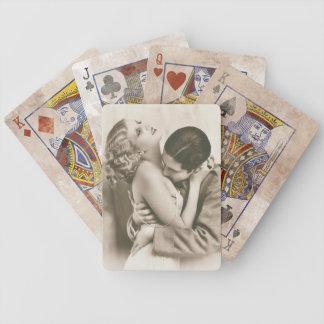 El besarse dulce de los pares barajas de cartas