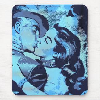 El besarse en azul del arte pop