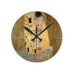 El beso, 1907-08 (aceite en lona) reloj redondo mediano