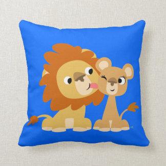 El beso: Almohada linda de los pares del león del