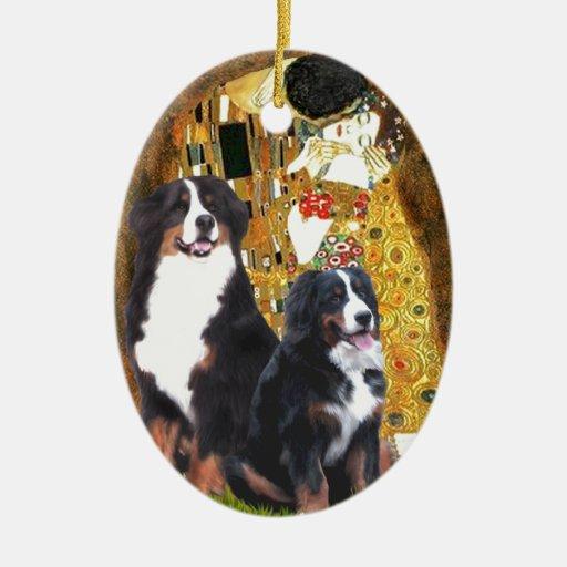 El beso - dos perros de montaña de Bernese Ornamentos De Navidad