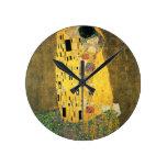 El beso - Gustavo Klimt Reloj Redondo Mediano