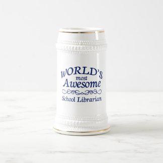 El bibliotecario de la escuela más impresionante d jarra de cerveza